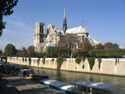notre-dame-from-seine-houseboats